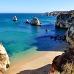 Sandstrände und Buchten gibt es an der Algarve viele
